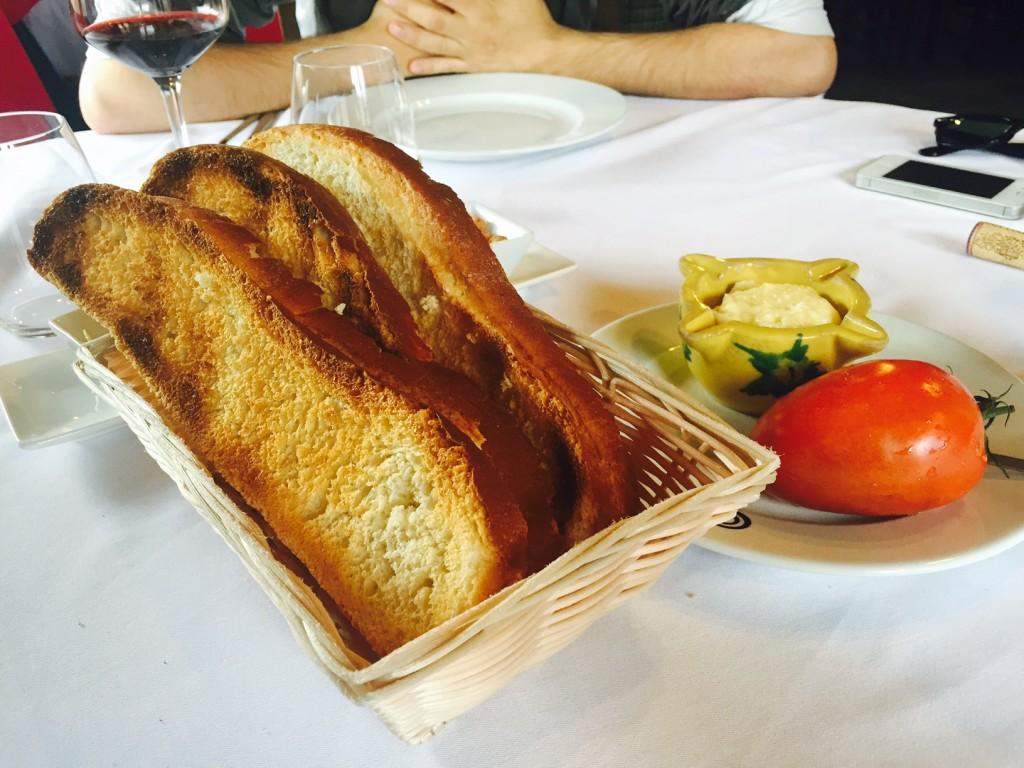 Pan con tomate y alioli