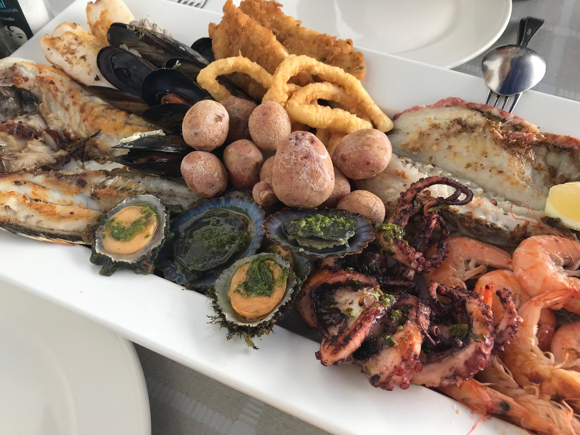 Mariscada de pescado y marisco