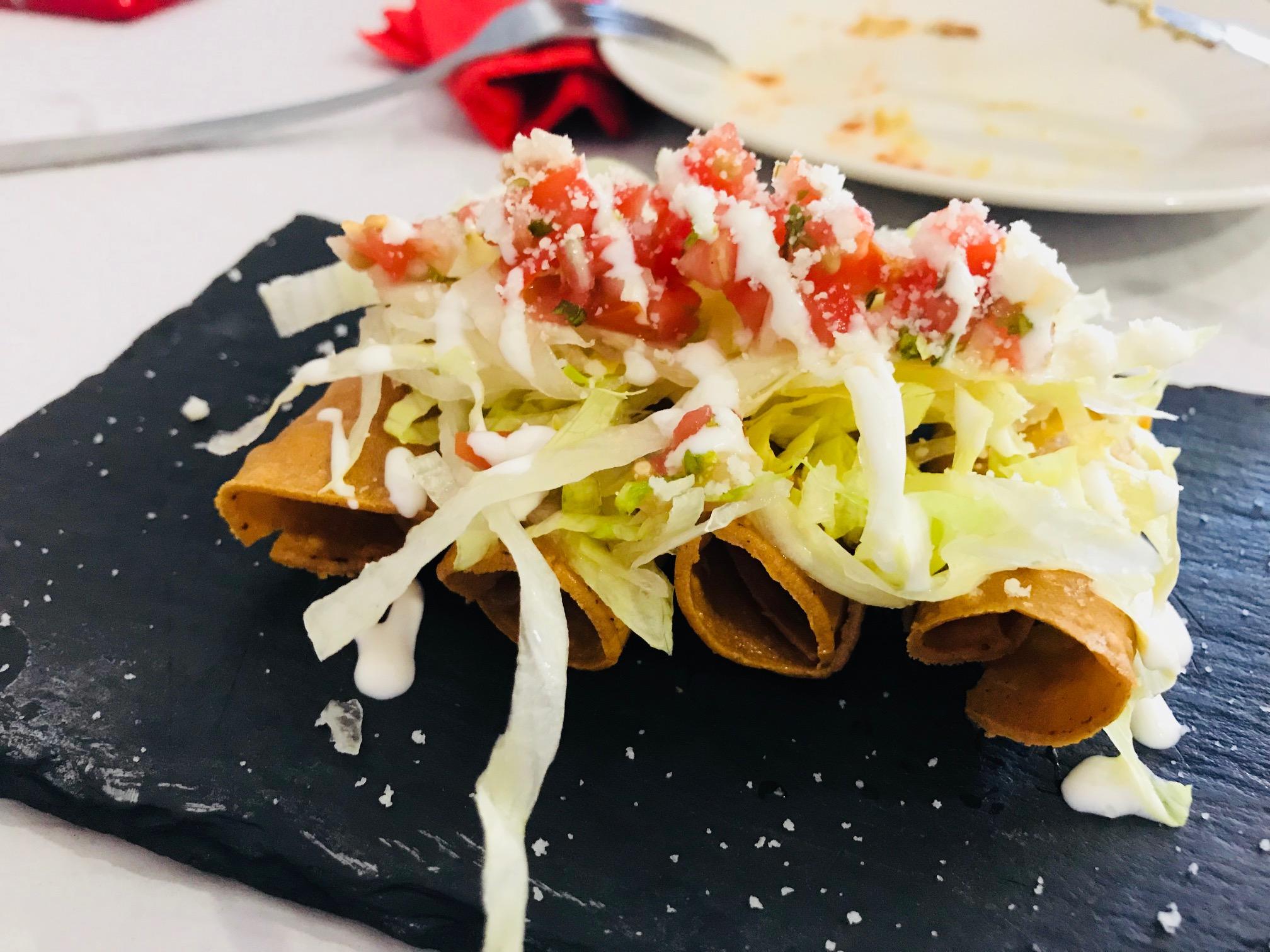 tacos fritos rellenos de pollo