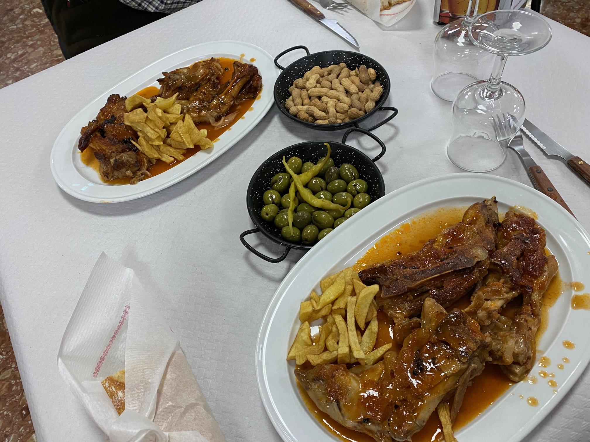 La especialidad de Manitas de cerdo. Bar Manolo y Boro, Alaquas